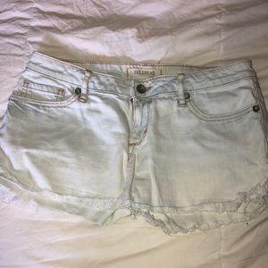 Bullhead denim light washed distressed shorts